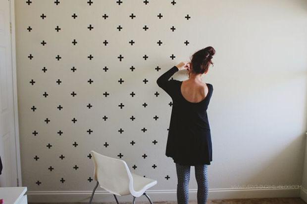 Decore sua parede com sinais de cruz com fita isolante