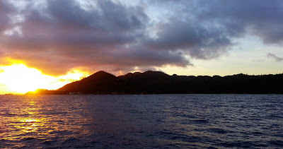 Sonnenuntergang bei Praslin - Fahrt nach Mahé