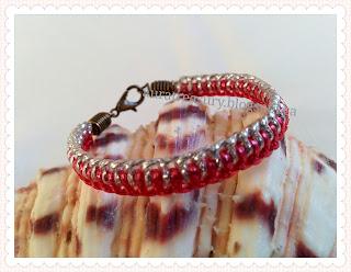 http://auratreasury.blogspot.ca/2015/12/diy-how-to-make-friendship-bracelets.html