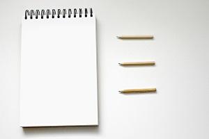 foto di matite con blocknotes