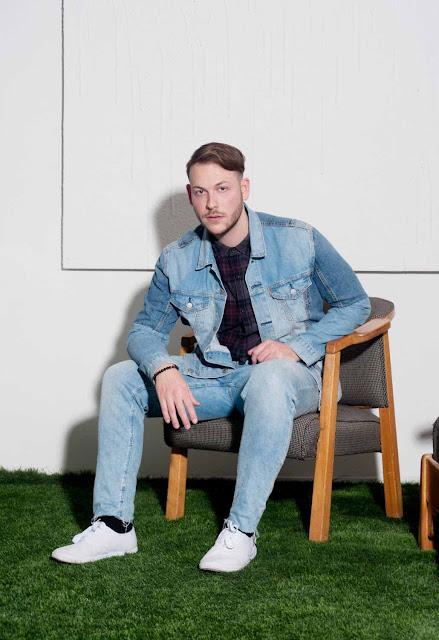 """Avec """"One Chance"""", son nouveau single, le producteur canadien Rijell met en musique ses questionnements existentiels, mais dans une version electro pleine de séduction."""