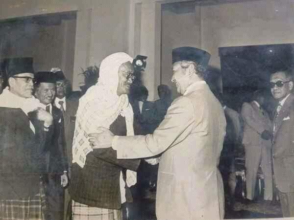 Presiden Soeharto Dikalahkan KHR As'ad Syamsul Arifin