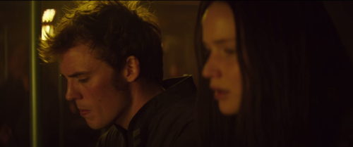 Finnick and Katniss in the bunker of District 13 - Mockingjay Part 1