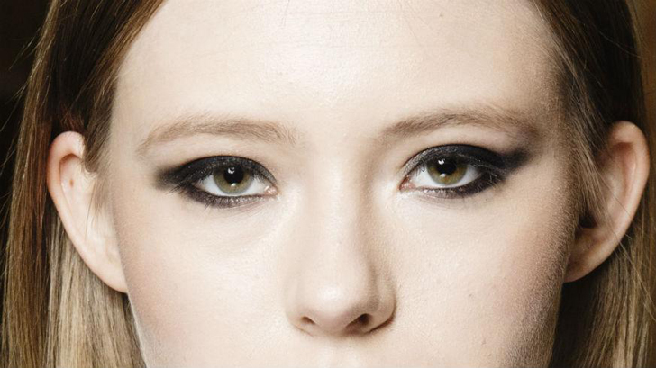 b8c15d5b77c1 New study suggests wearing heavy makeup makes women look less like ...