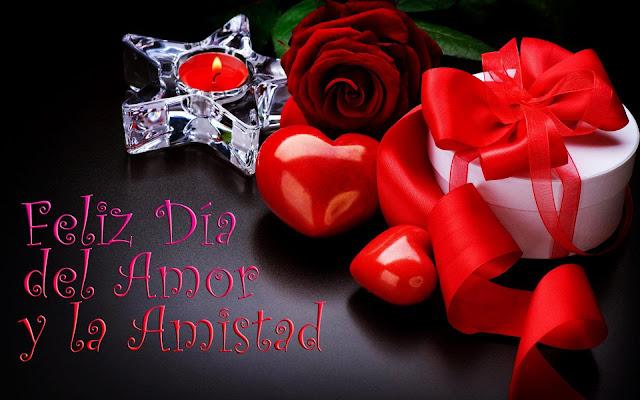 Vela, corazones y rosa roja para el día del Amor y la Amistad