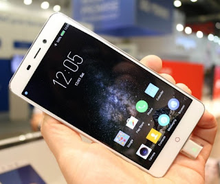 Android Kamera Depan Ada LED Flash ZTE Nubia N1