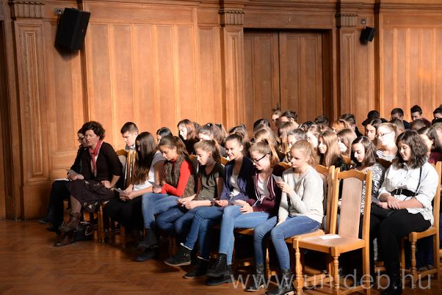 Csaknem háromszázan szavalták együtt Ady Endre versét a magyar nyelv ünnepén a Debreceni Egyetem Aulájában.