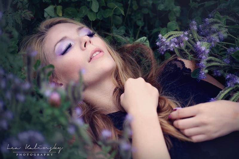 Portrait Mädchen Blumenwiese