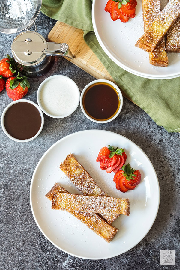 How to make french toast sticks - french toast sticks on a plate with dipping sauces ready to enjoy