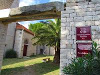 Ostaci starokršćanske bazilike, Povlja, otok Brač slike