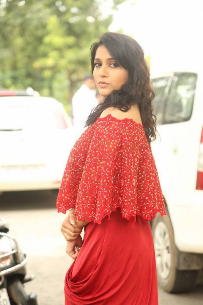 Rashmi Gautam At Next Nuvve Movie Trailer Launch Event Stills