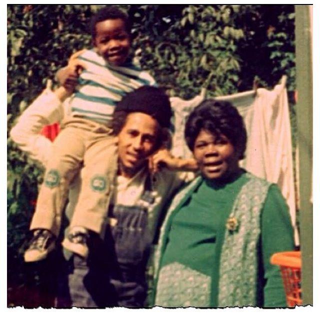O Reggae superstar Robert Nesta Marley aka Bob Marley uma vez viveu nesta casa com sua mãe, Cedella Marley Booker e os irmãos.