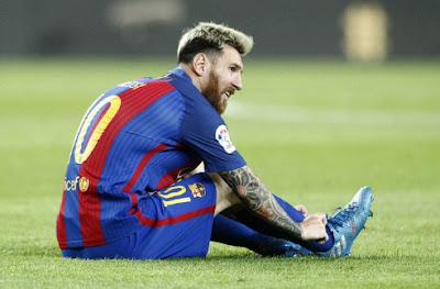 Messi chan thuong mang den noi tiec noi cho doi thu