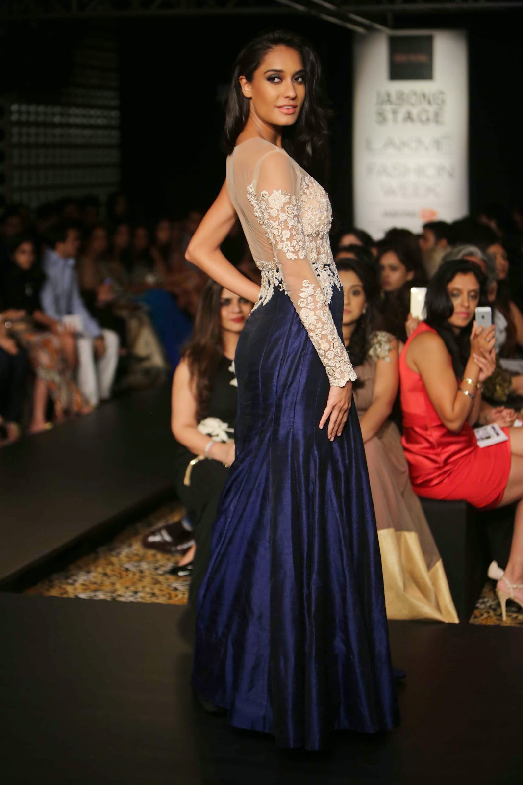 Lisa Haydon Showstopper for Ridhi Mehra at LFW WF 2014