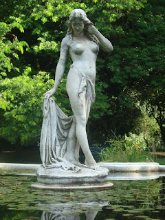 Estatua es la mujer que se hastió de las promesas