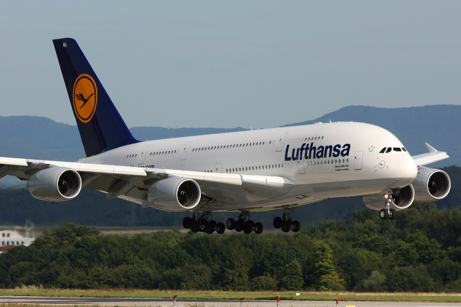 lufthansa airbus a380 800 seat configuration and layout aeronef net. Black Bedroom Furniture Sets. Home Design Ideas