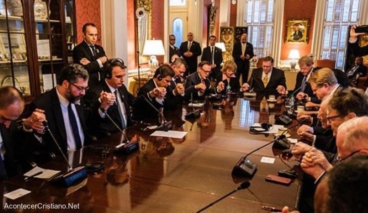 Pastores oran por Jiar Bolsonaro en Estados Unidos