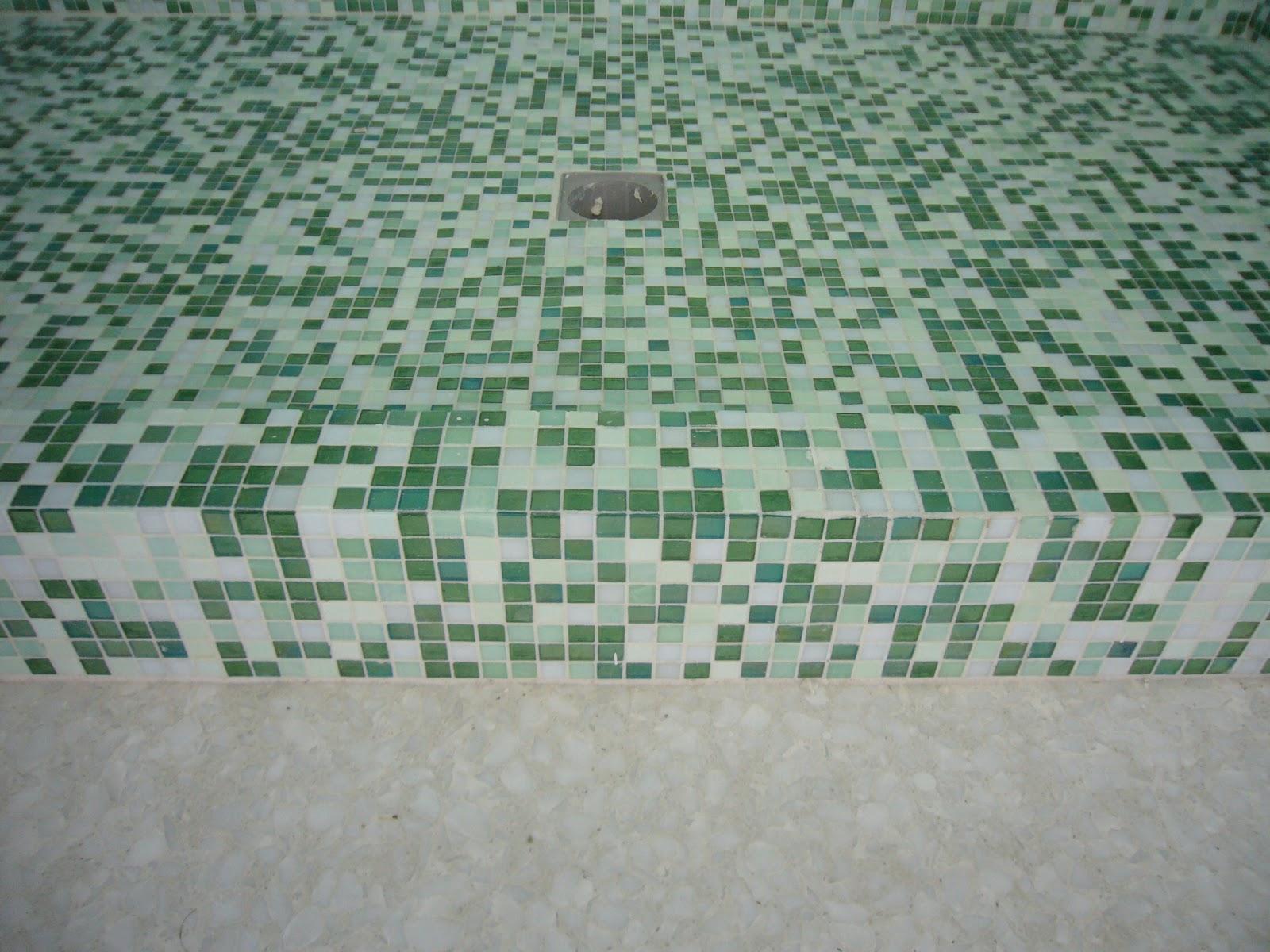 Piastrelle tipo mosaico rivestimento bagno travertino mosaico