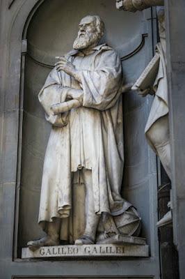 Patung Galileo Galilei