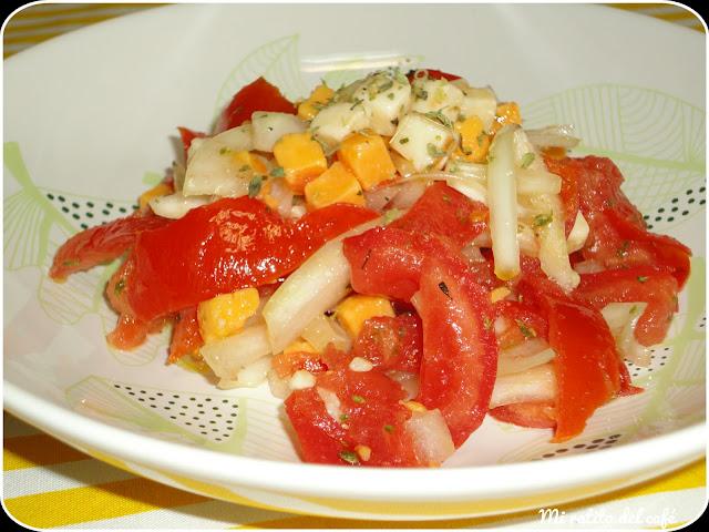 Ensalada de tomates y quesos
