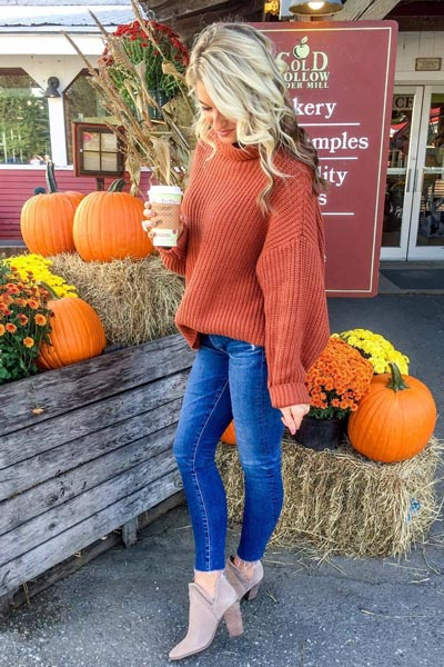17 Fresh Fall Fashion Outfits To Update Your Closet In 2018 | Desert Sand Sweater+ Women's Legging Ankle Jean+ Vince Camuto Bootie