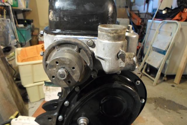 pompe à eau installée Peugeot 203