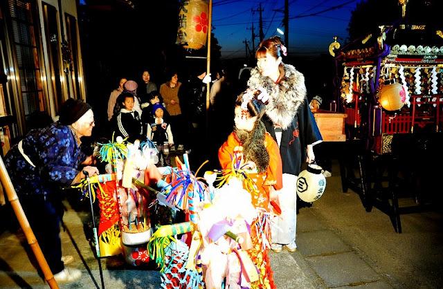 Hanaoke-Katsugi (Flower Tub Carrying), Oyama City, Tochigi Pref.