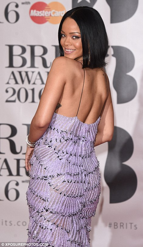 Picture of Rihanna at Brit Awards Red Carpet 2016