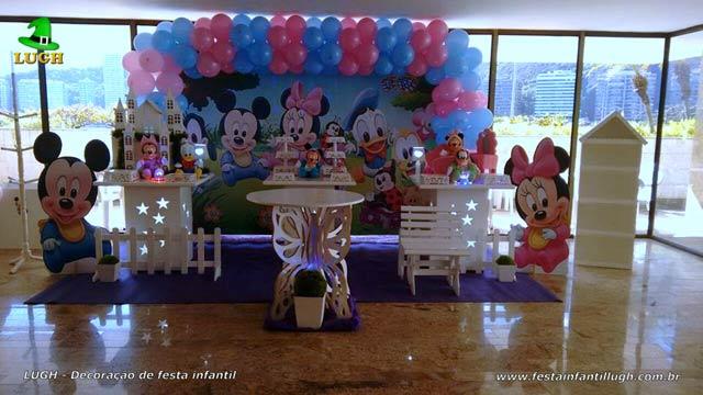 Decoração de mesa temática Baby Disney para festa de aniversário feminino