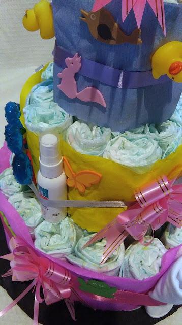 tort z pampersów, tort z pieluch, tutorial, jak zrobić tort z pieluch, jak zrobić tort z pampersów, prezent na chrzciny, prezent dla dziecka, prezent na roczek