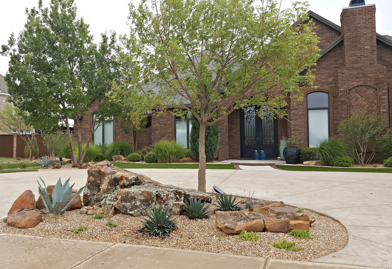 Penny 39 s vintage home adding curb appeal with rock for Big rock in front yard
