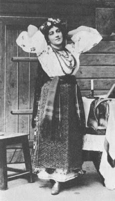 Yevgeniya Mravina as Oksana in the premiere of Rimsky-Korsakov's Christmas Eve