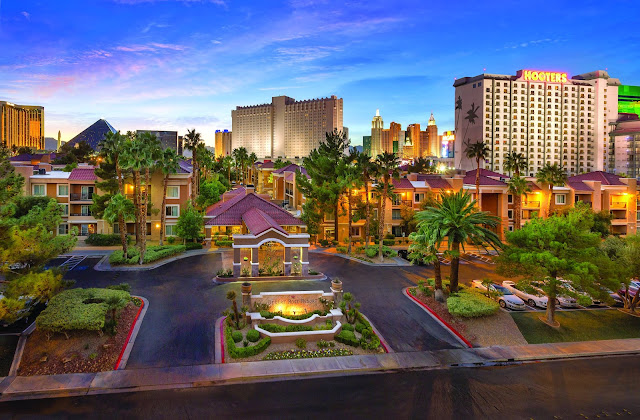 Desert Rose Resort, a non-gaming resort located one and a half blocks off the Las Vegas strip, provides you with great access to all the glitz and glam of Las Vegas.