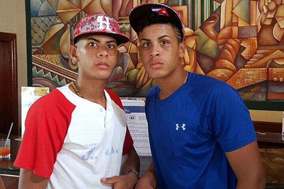 Roberto (13 años) y Raúl Campos (14) abandonaron un equipo cubano de béisbol en República Dominicana. Suministrada: Organizadores Torneo Punta Cana