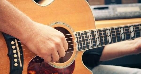 apprendre jouer de la guitare le. Black Bedroom Furniture Sets. Home Design Ideas