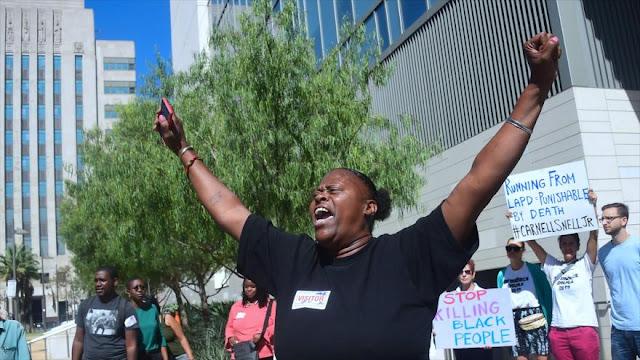 Activistas protestan contra brutalidad policial en EEUU