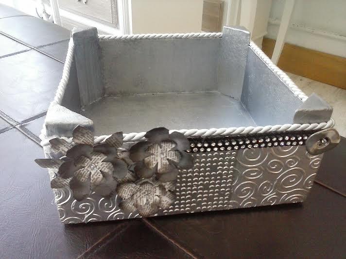 Sarriko arte reciclando cajas de fruta - Como decorar una caja de metal ...