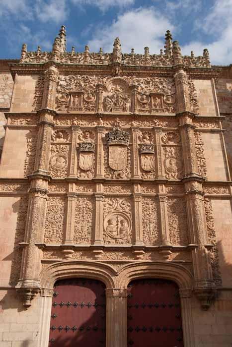 Un d a una obra fachada de la universidad de salamanca for En que universidades hay arquitectura