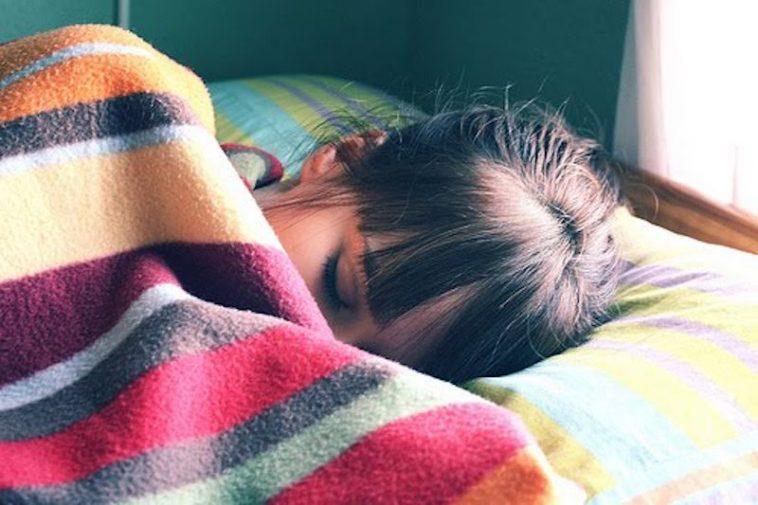 Bukannya Pemalas, Perempuan Memang Perlu Lebih Tidur Berbanding Lelaki