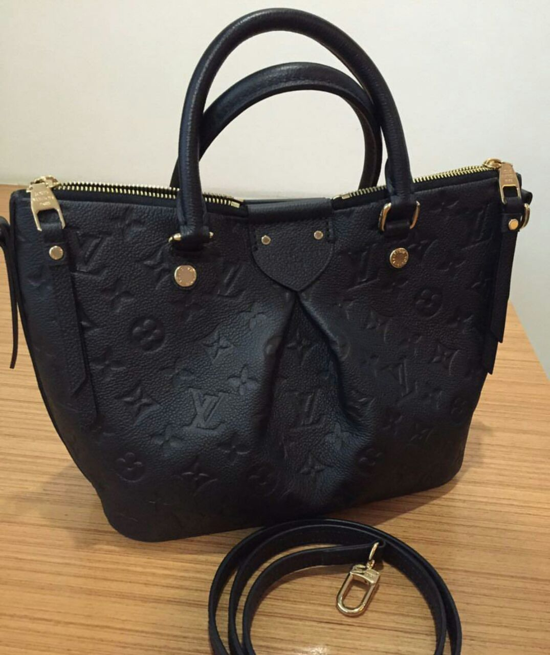 Coach Handbags   others direct from US 11ed08c36