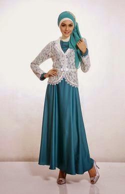 Contoh model baju muslim untuk pesta biru muda sederhana