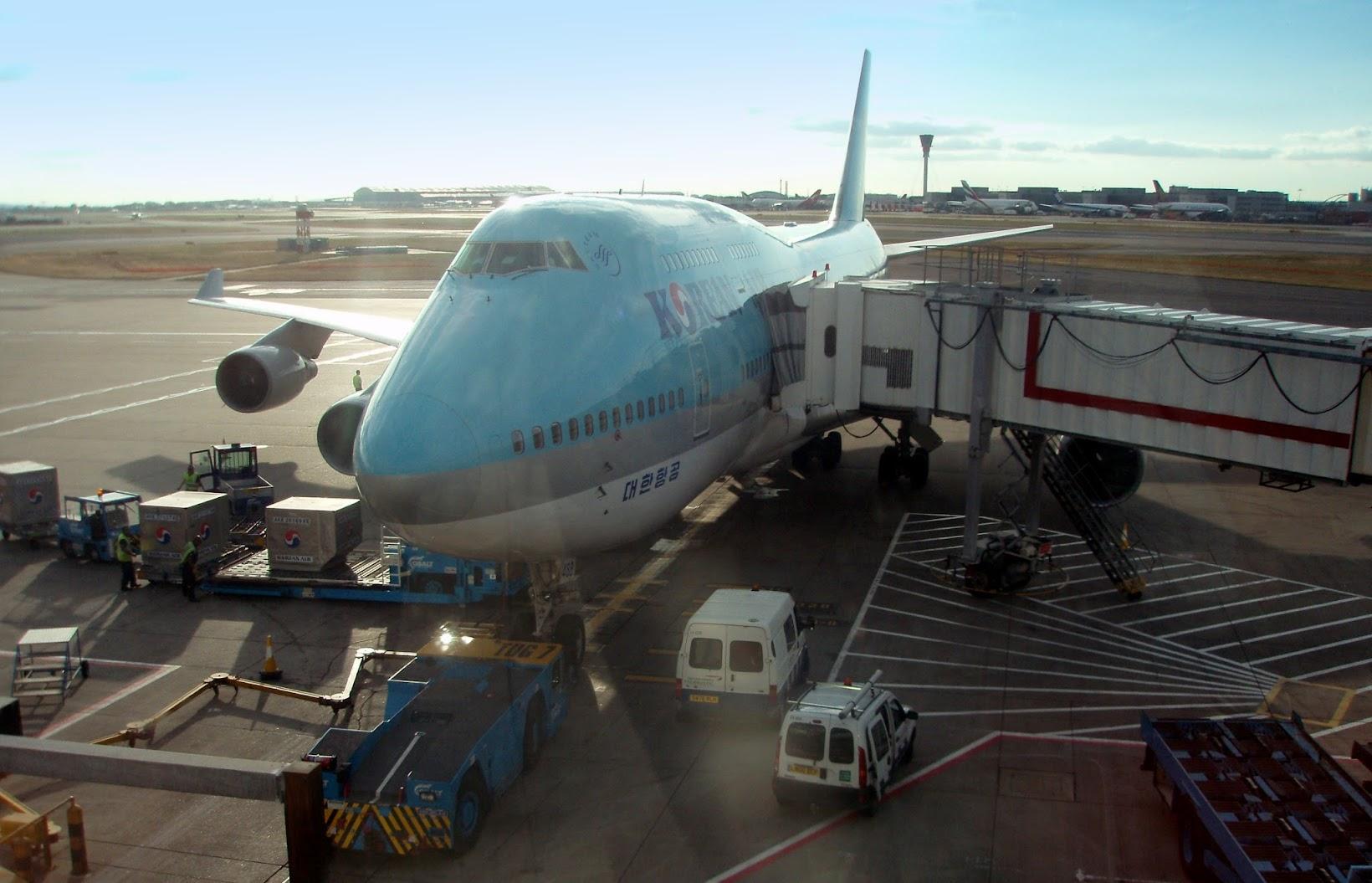 Avión de Korean Air en un aeropuerto