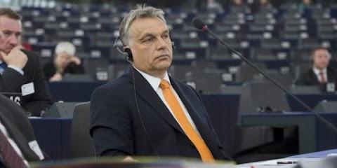 A Magyarországot elítélő határozat szigorúbb változatát fogadta el az EP