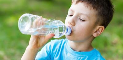 Niños bien hidratados