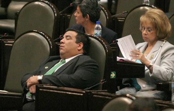 """Piden senadores 241 mil pesos más para sus aguinaldos """" apenas les alcanzan para los """"frijolitos"""""""
