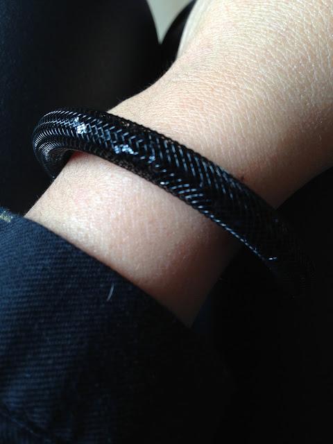 look mode bijoux accessoires fashion victime bracelet tube cristaux noirs