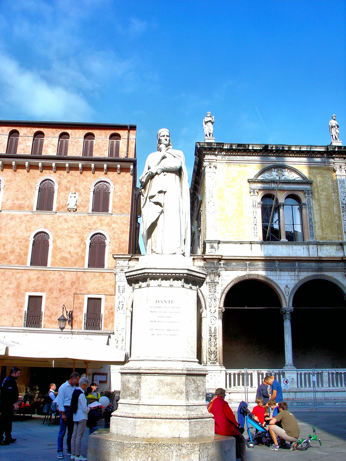 Dante looking pensive in the Piazza dei Signoria (Lords Square).
