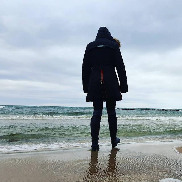 Spacer po mroźnej plaży
