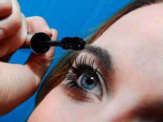 woman applying mascara.jpeg