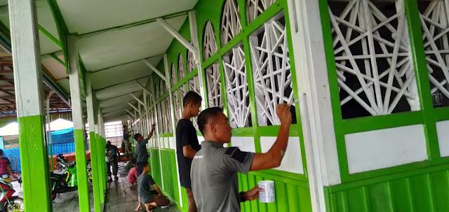 Satgas Yonif 755 Kostrad Bantu Masyarakat Asmat Bersihkan Masjid